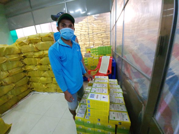 Gạo ST25 được đóng gói và bán tại DNTN Hồ Quang Trí, tỉnh Sóc Trăng