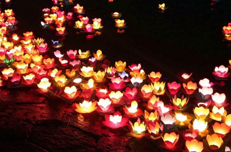 Thả đèn hoa đăng đại lễ Vu Lan rằm tháng 7