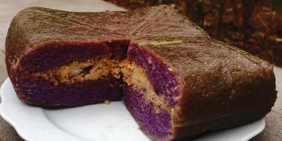 Bánh chưng gói bằng nếp cẩm Tây Bắc rất thơm ngon trong những ngày Tết.