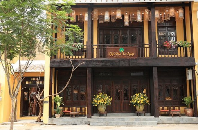 Nhà hàng Cô Ba Xứ Quảng: 144 Hai Bà Trưng, Phường Đakao, Quận 1, TPHCM.