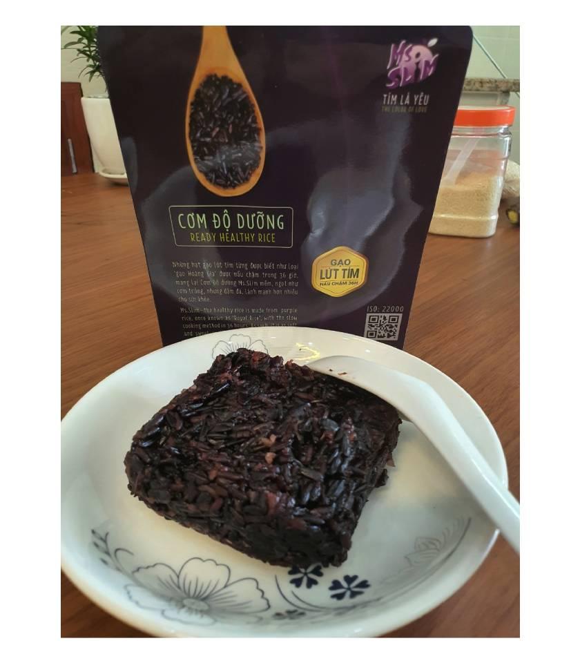 Cơm gạo tím Ms SLim rất mềm và dẻo đối với gạo lứt thông thường