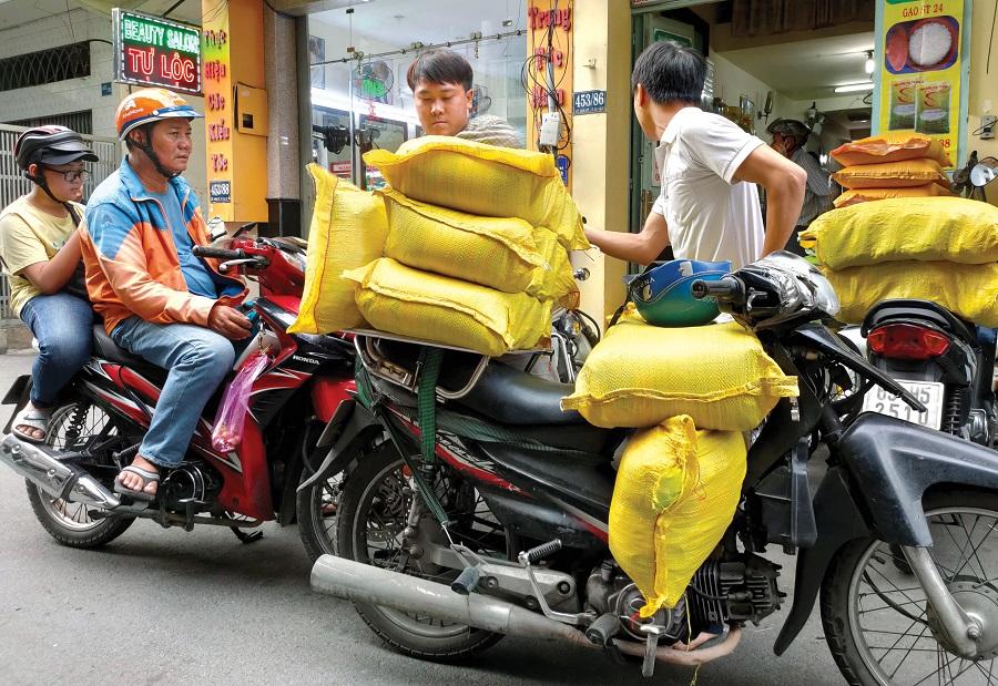 Nhiều đại lý mua gạo ST tại công ty Phương Nam (Phú Nhuận, TP.HCM)
