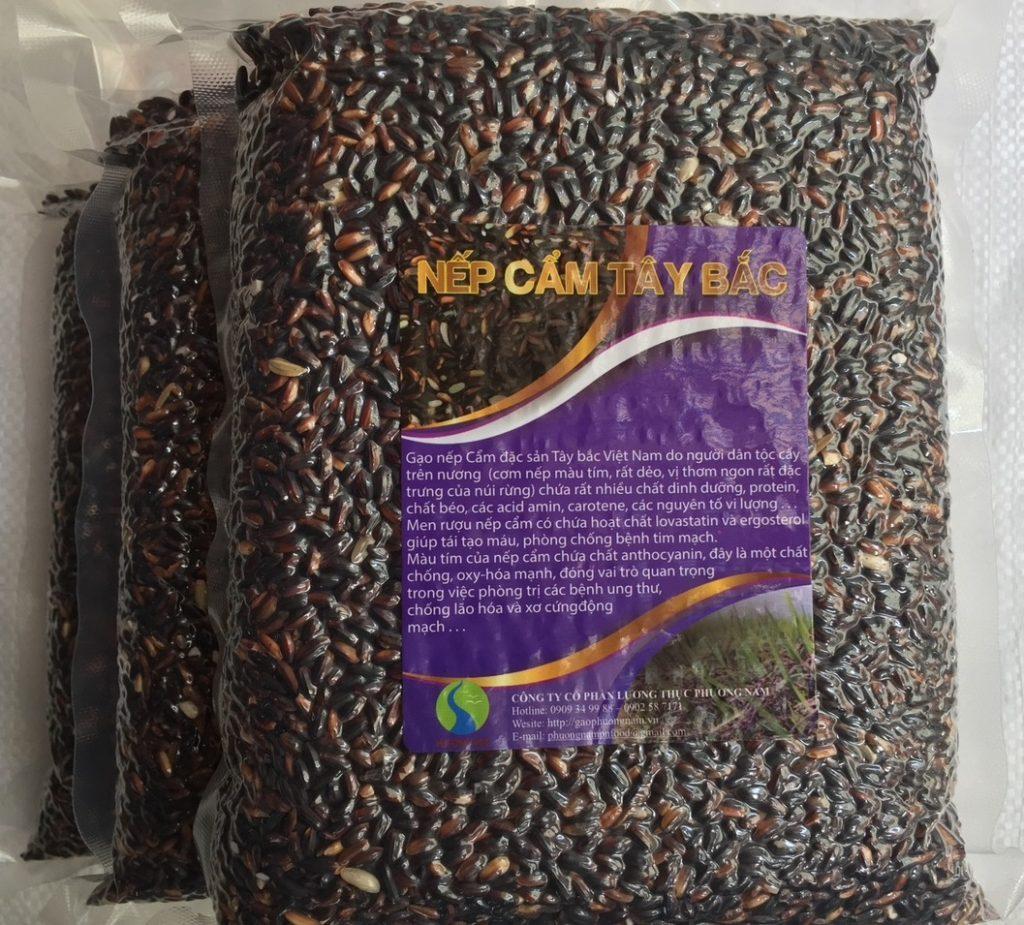 Nếp cẩm Tây Bắccho hạt to tròn có màu đen (đen huyền, lẫn ít hạt vàng) giàu chất dinh dưỡng
